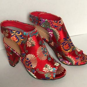 NWT Bamboo Floral Tapestry Frenzy Heels Size 7